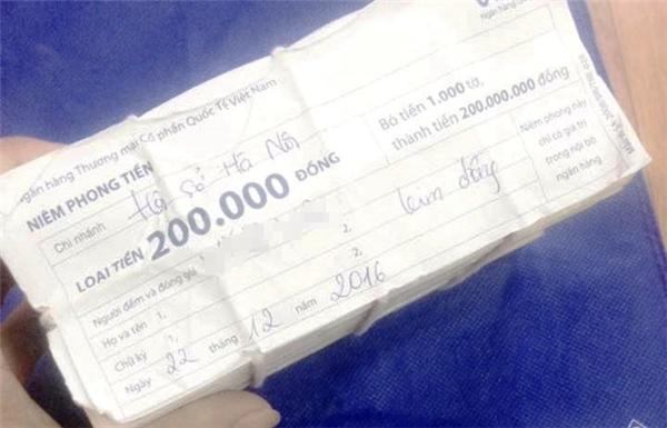 Tự biên tự diễn màn nhặt 200 triệu đồng rồi mang trả để... câu like