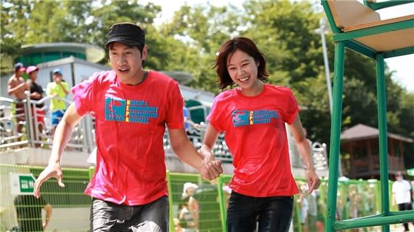 Không chỉ quan tâm mỗi Ji Hyo, Kwang Soo cũng rất ga lăng với khách mời nữ.