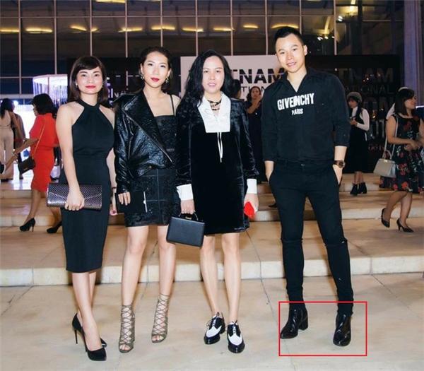 """Đâu chỉ Trấn Thành, loạt sao nam Việt vẫn """"mê"""" giày độn"""