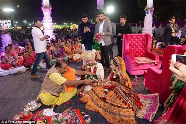 Đại gia Ấn Độ gửi quà cưới hàng chục tỉ đồng cho 236 cô dâu mồ côi cha