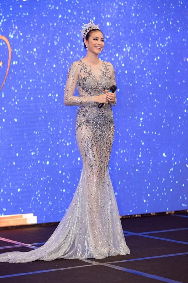 Trong buổi công bố cuộc thi Hoa hậu Hoàn vũ Việt Nam 2017, Phạm Hương đã có phần chia sẻ rất xúc động khi nhớ lại hành trình chinh phục cuộc thi Miss Universe 2015.