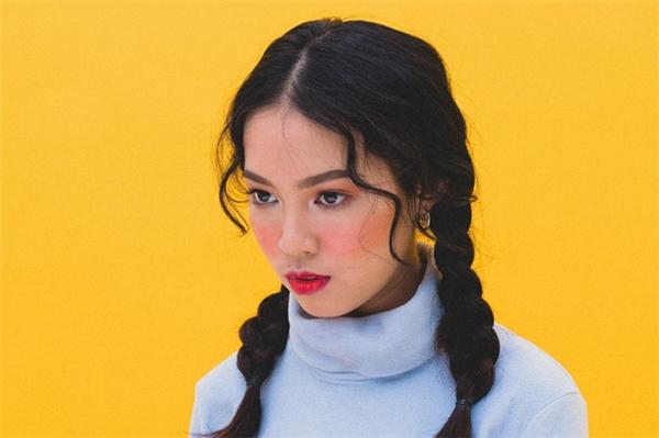 Đông Hạnhxuất hiện xinh đẹp và cá tính trong MV cover này.(Ảnh: Internet)