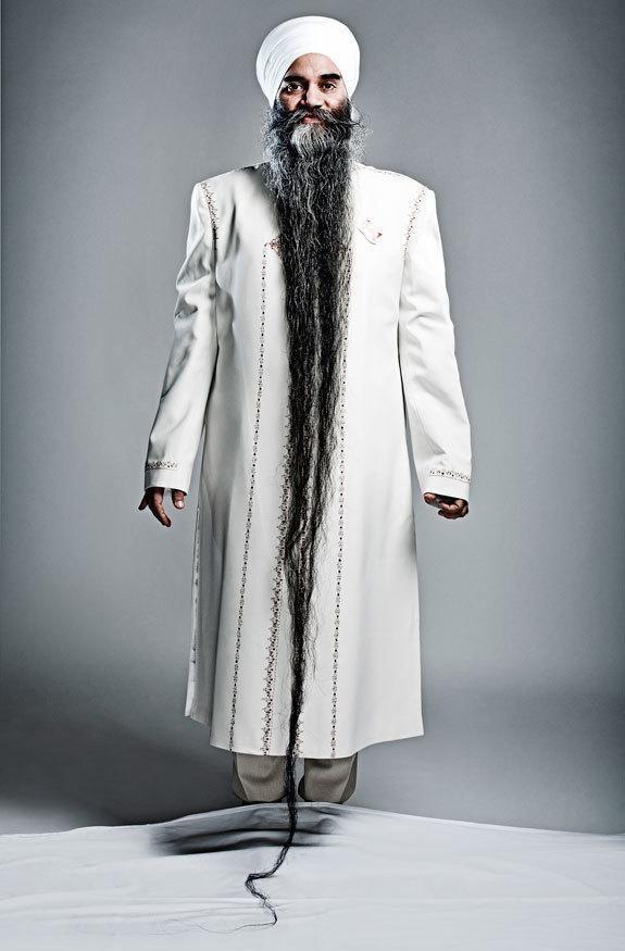 Bộ râu dài nhất: Sarwan Singh (người Canada) với bộ râu dài 2,495m
