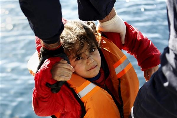 Một cậu bé tị nạnđến châu Âu vào ngày 8/2.