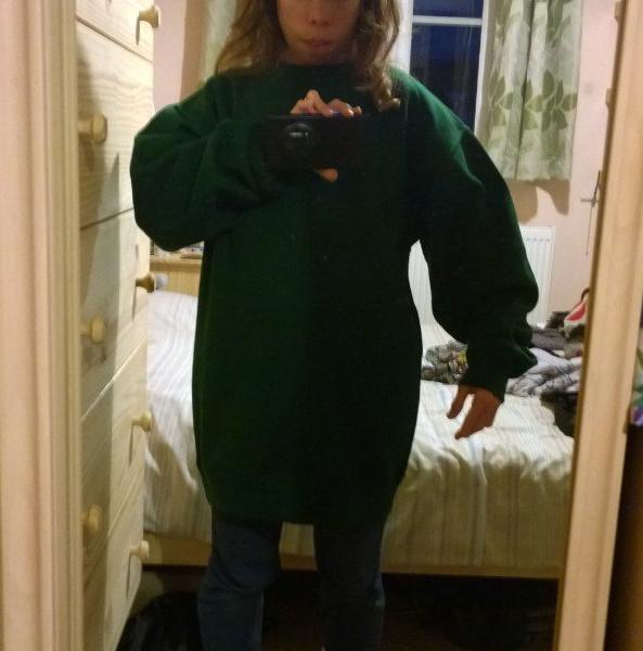 Áo của bạn trai đều luônbiến thành... đầm cho bạn gái.