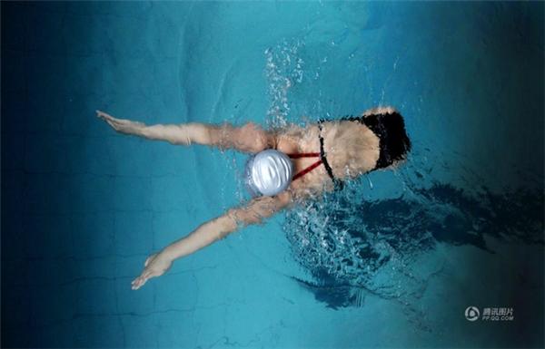 Tiền Hồng Diễm là vận động viên bơi lội tiềm năng đại diện cho Trung Quốc tham dự các kì thi thể thao dành cho người khuyết tật.