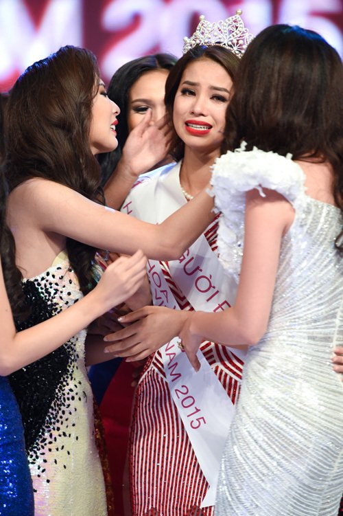 3 lần rơi nước mắt đi vào lịch sử của Phạm Hương - Tin sao Viet - Tin tuc sao Viet - Scandal sao Viet - Tin tuc cua Sao - Tin cua Sao