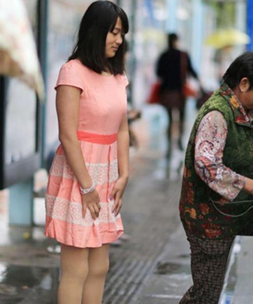 Tiền Hồng Diễmhiệnđã được lắp đôi chân giả và có cuộc sống vui vẻ như bao cô gái bình thường khác.