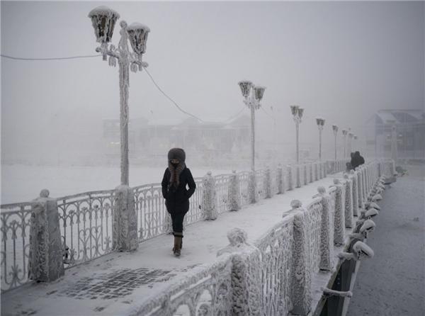 """Mặc dù vậy, theo lời Amos, người dân ở thành phố này lại không hề """"lạnh lẽo"""" như thời tiết. """"Họ rất thân thiện, đẳng cấp và ăn mặc có phong cách"""" – nhiếp ảnh gia chia sẻ."""