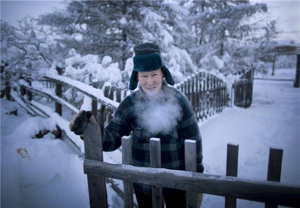 Tuy thời tiết khắc nghiệt nhưng cuộc sống vẫn diễn ra như thường, chỉ có điều họ phải liên tục chú ý đến nhiệt độ để sinh tồn.