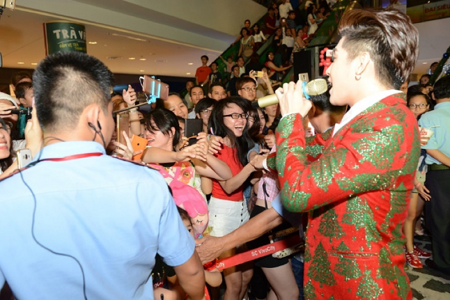 Giới trẻ Sài thành háo hức nhảy cùng Noo đón mừng mùa lễ hội - Tin sao Viet - Tin tuc sao Viet - Scandal sao Viet - Tin tuc cua Sao - Tin cua Sao