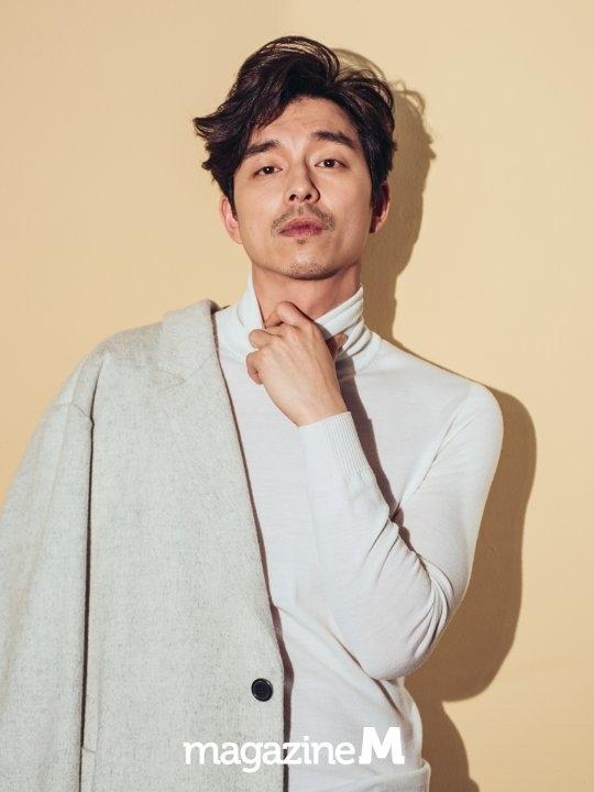 Gong Yoo sở hữu vẻ đẹp nam tính, lịch lãm đậm chất quý ông.