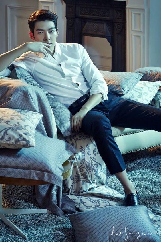 Nam diễn viên kiêm người mẫu sở hữu vóc dáng cao lớn,đôi mày sắc vô cùng cuốn hút.