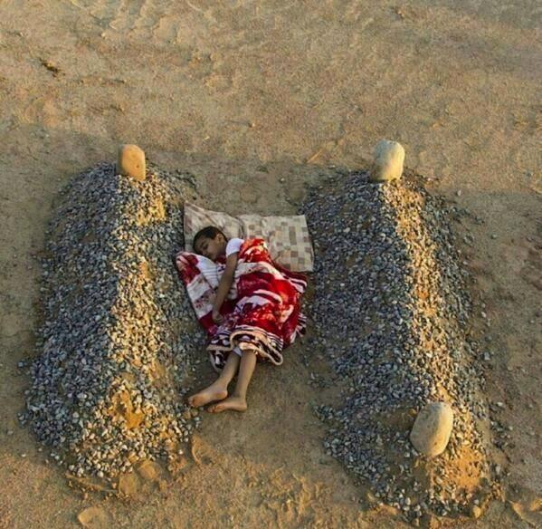 Đây là tấm ảnh đã khiến cả thế giới phải rơi nước mắt xót thương cho thân phận những đứa trẻ bất hạnh tại Syria.