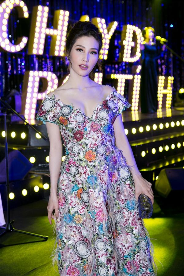 Trở về từ Miss World, Diệu Ngọc sụt cân nhưng vẫn rạng rỡ, tươi tắn