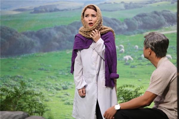 Trái ngược với Nhật Kim Anh, Yến Trang lại khá hồi hộp vì chưa hề có kinh nghiệm diễn xuất. Trong tập này, nữ ca sĩ xinh đẹp sẽ vào vai của Song Hye Kyo của Hậu duệ mặt trờiđể chăm sóc cho 1 anh quân nhân giữa chiến trường. - Tin sao Viet - Tin tuc sao Viet - Scandal sao Viet - Tin tuc cua Sao - Tin cua Sao