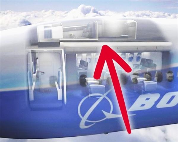 Tùy vào thiết kế của từng loại máy bay, nhưng thông thường căn phòng này nằm ngay phía sau buồng lái và nằm phía trên khoang hạng nhất, chẳng hạn như trong thiết kế của chiếc Boeing 777 này.