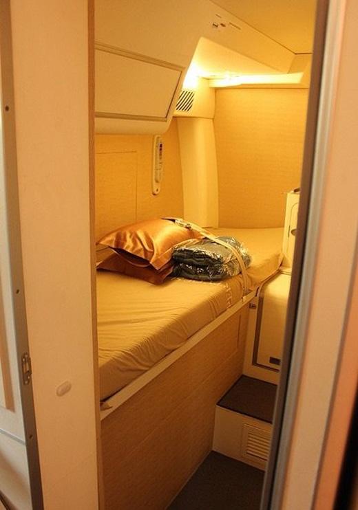 Còn bên trong khoang ngủ trên chiếc Airbus A380 của Singapore thì khá rộng rãi, sang trọng và thoải mái.
