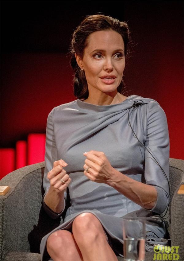 Hậu ly hôn, Angelina Jolie chỉ còn 34 kg, muốn tự tử vì bị tâm thần?