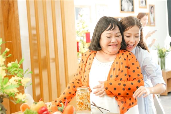 """Riêng với Khánh Hiền, một nữ diễn viên từng có nhiều kinh nghiệm với phim ảnh cũng như """"chinh chiến"""" với nhiều giải thưởng quốc tế uy tín, đã được đạo diễn Quang Huy chọn làm """"chị Ba"""" trong gia đình bá đạo lần này. - Tin sao Viet - Tin tuc sao Viet - Scandal sao Viet - Tin tuc cua Sao - Tin cua Sao"""
