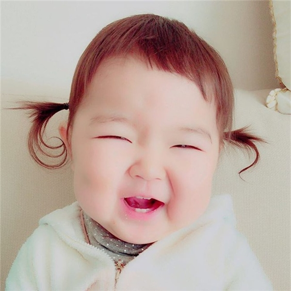 Đáng yêu nhất là mỗi khi bé cười lú 4 chiếc răng thỏ mới mọc.