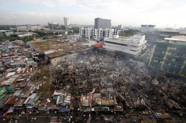 Quang cảnh khu ổ chuột sau đêm hỏa hoạn kinh hoàng. (Ảnh: Internet)