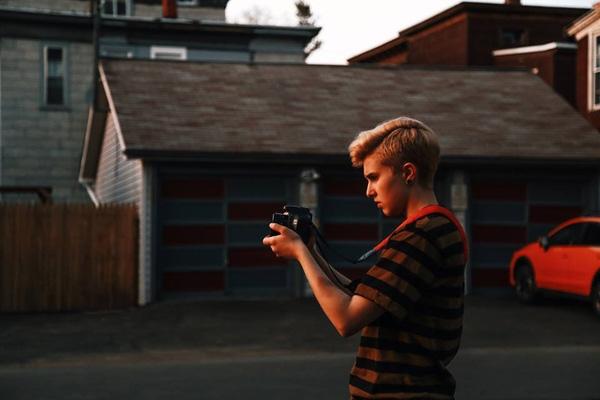 Emily hiện đang học nhiếp ảnh.