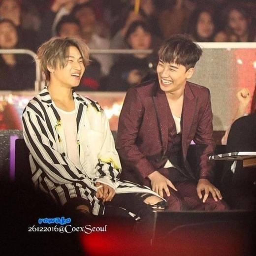 Hai thành viên luôn tươi cười trong đêm đại nhạc hội Gayo Daejun vừa qua.