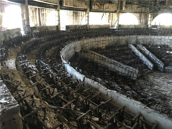 Nội thất bên trong tòa nhà quốc hội bị đốt cháy trụi trong cuộc biểu tình hậu bầu cử tại Libreville, Gabon, vào ngày 20/9.
