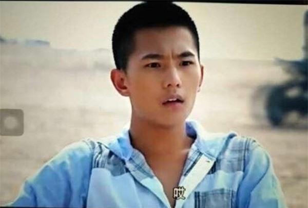 Năm 16 tuổi, Dương Dương lần đầu đóng phim với vai Giả Bảo Ngọc trong Tân Hồng lâu mộng.
