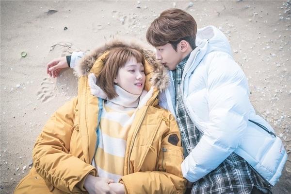 """Nam Joo Hyuk không phải """"nam chính"""" của Lee Sung Kyung"""