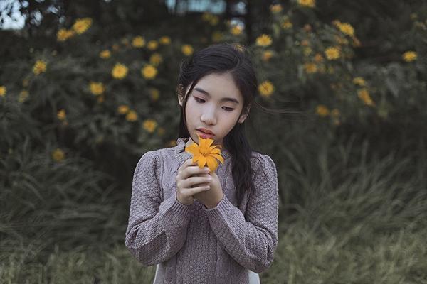Cận cảnh vẻ ngoài ngày càng thay đổi rõ nét của Ju Uyên Nhi. Cô bé ngày càng phổng phao trông thấy.