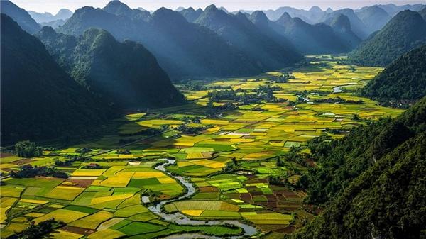 Không chỉ có con người thân thiện, Việt Nam còn là một đất nước thanh bình, đáng sống.