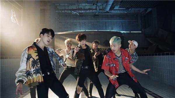 Vị trí thứ 5 tiếp tục thộc về BTS với MV Fire - 1.167.476 lượt thích.