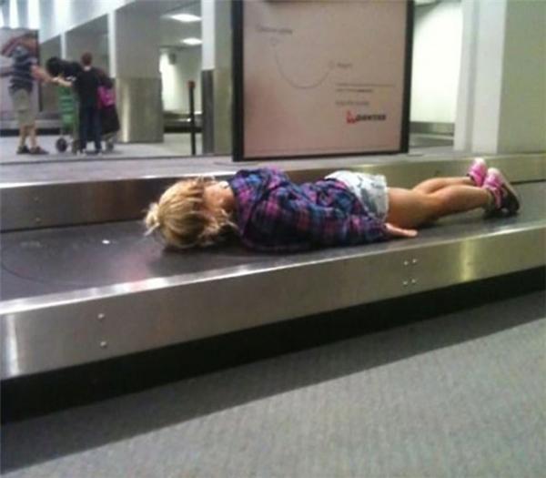 Mời người thân đến nhận hành lý nhé.