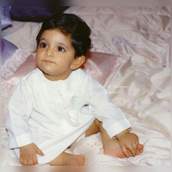 Hoàng tử Hamdan vô cùng đáng yêu khi còn nhỏ.