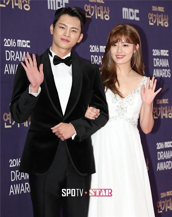 Cặp đôi đáng yêu của Shopping King Louie, Seo In Guk và Nam Ji Hyun