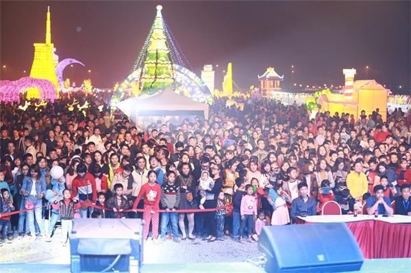 Hơn 20.000 khách tham quan đã đến và check in tại lễ hội.