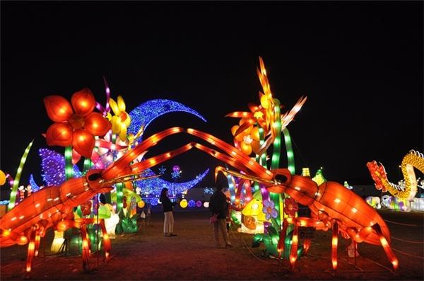 Những công trình đèn lồng khổng lồ chính là điều đặc biệt nhất của lễ hội này.
