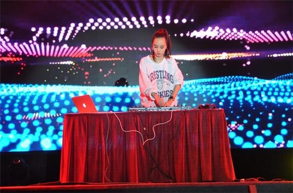 Sẽ có rất nhiều DJ chuyên nghiệp đang chờ đón bạn tại Lễ Hội Đèn Lồng.