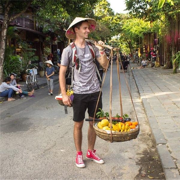 Bức ảnh này của Chris đã thu hút 13.000 lượt yêu thích trên mạng xã hội Việt.(Ảnh: Instagram)