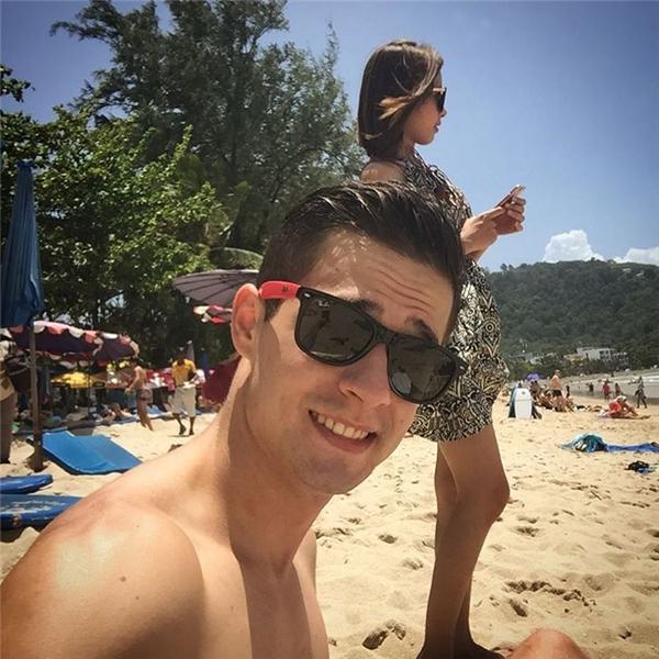 """Ngắm vẻ điển trai của chàng Tây bán chuối bỗng """"hot"""" khắp Việt Nam"""