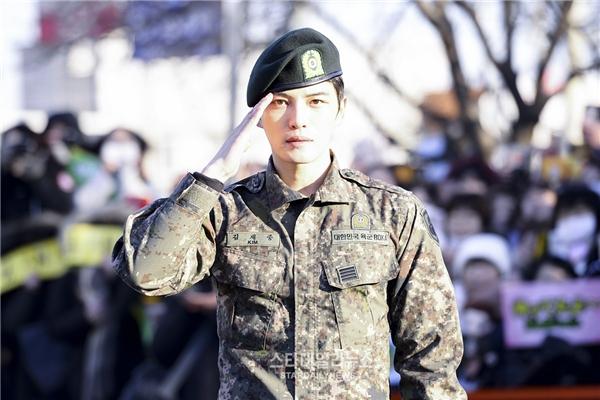 Fan rần rần chào đón Jaejoong và Sungmin xuất ngũ