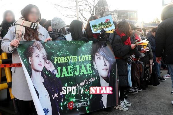 Rất nhiều fan từ các nước đổ về để chào mừng Jaejoong