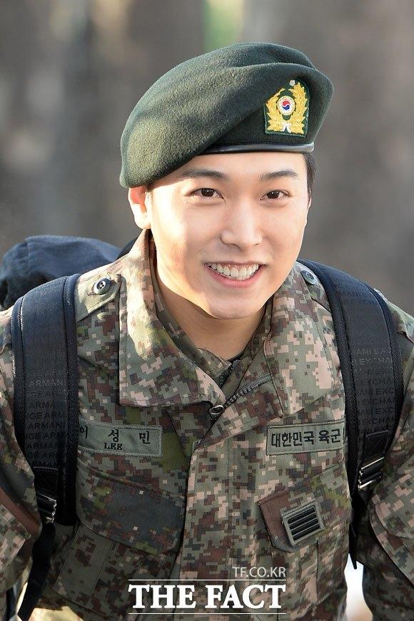 Sungmin vẫn điển trai như ngày nào