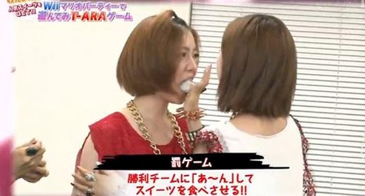 Những hình ảnh trong show khiến T-ara bị hiểu lầm và đánh mất vị thế của mình trong làng nhạc.