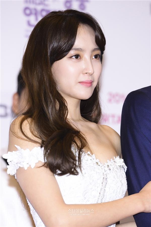 Chắc hẳn khán giả vẫn chưa quên nàng công chúa béo ú đáng yêu trong Mây họa ánh trăng. Thực tế, nhan sắc của nữ diễn viên Jung Hye Sung ngoài đời lung linh thế này đây.
