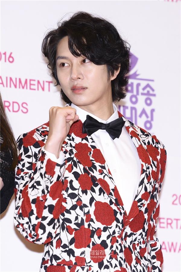 Heechul (Super Junior) lúc nào cũng khiến phái nữ e dè bởi vẻ ngoài quá lung linh.