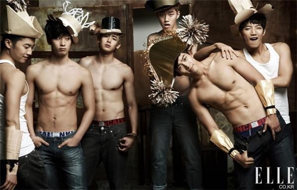 2PM là nhóm nhạc gồm toàn những thành viên sở hữu thân hình cơ bắp đúng chuẩn.