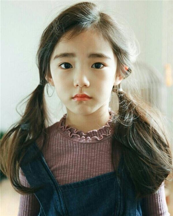 Với đôi mắt to tròn và gương mặt bầu bĩnh, đáng yêu, Eun Chae được mọi người được mọi người khen ngợi về vẻ ngoài trong sáng như thiên thần.